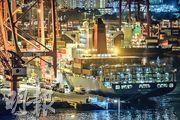 美國宣布暫停或終止3項對港雙邊協議,包括船舶的國際營運入息的雙重課稅寬免。特區政府昨發稿稱,美國撤銷協議的做法「害人害己」,將增加航運公司的營運成本。(鄧宗弘攝)