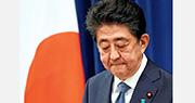 日本首相安倍晉三昨日召開記者會,宣布因為潰瘍性大腸炎復發,為避免影響處理國政,決定辭去首相職務。(路透社)