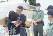 今年3月出獄的陳健民(左二)說,閱讀「小妹」的文字「好似有個人和你說話」的感覺。(資料圖片)