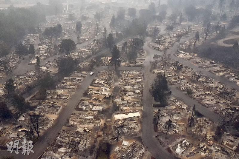 美國俄勒岡州「阿爾梅達火災」(Almeda Fire)過後,無人機上周五鳥瞰可見梅德福社區被燒毁,災情慘烈。(路透社)