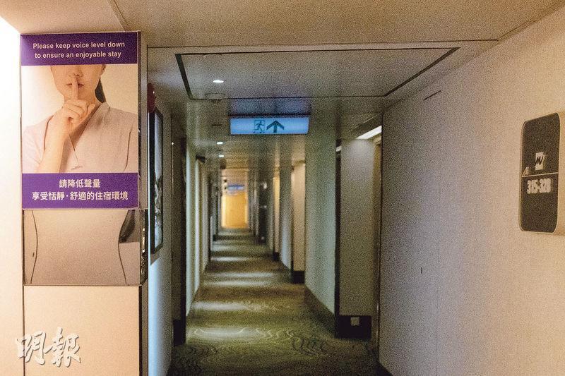 旺角維景酒店昨再多一名居於3樓住客確診,昨傍晚該酒店3樓未見有住客出入,同層健身室亦已關閉。(林靄怡攝)
