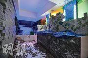 美麗華酒店改裝房間成密室逃脫遊戲場地(圖)。參加者需運用科學原理和推理能力(圖2),才能看懂指示和破解謎團,逃出密室。(黃志東攝)