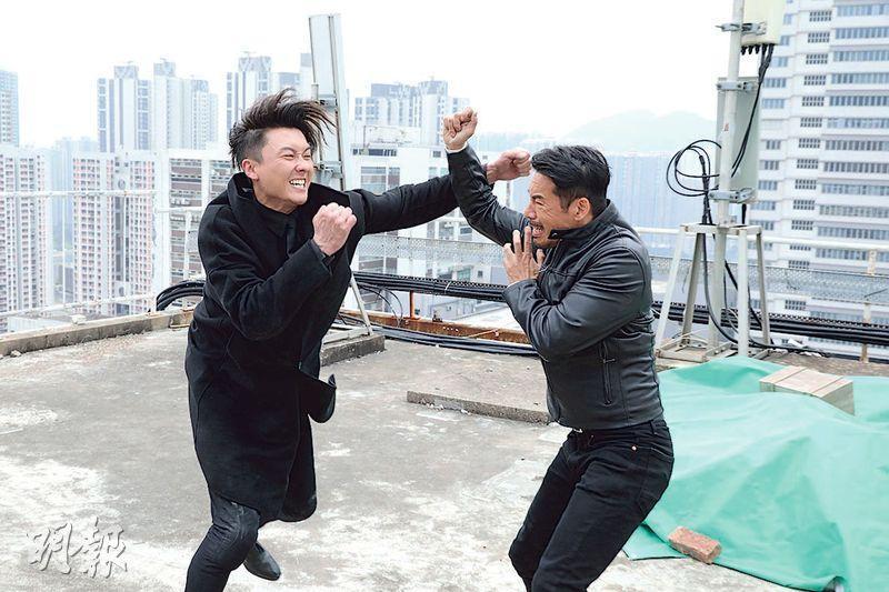 《反黑路人甲》進入結局周,王浩信飾演的張細倫(左)被喪鐘(右)揭他假冒蔣世龍。