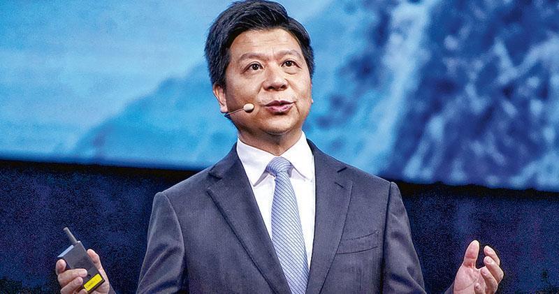 美國的晶片「斷供令」生效逾周,華為輪值董事長郭平昨日在「華為全聯接大會」上表示,持續打壓給華為經營帶來很大壓力,求生存目前是主線。(路透社)