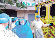 元朗護老院一名71歲女院友前日被送院後,驗出初步確診新型冠狀病毒,昨午5時許再有一名女院友不適由救護車送院。(鄧宗弘攝)