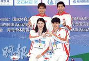 徐嘉余(後排左)、閆子貝(後排右)、張雨霏(前排左)和楊浚瑄(前排右)。(新華社)