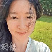 李英愛罕有公開素顏照。