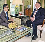 立法會前議員羅冠聰(左)流亡英國後,曾與美國國務卿蓬佩奧(右)於倫敦會面討論香港局勢。(羅冠聰提供)