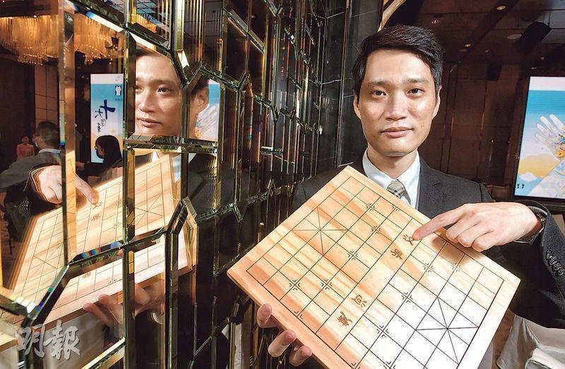 今屆傑青之一、中國香港棋院象棋發展總監周世傑以象棋博弈比喻生活,他說在棋局處於「下風」時,必須堅持「頂住」,否則只會愈來愈差。他勉勵港人以相同態度面對眼前逆境,「堅持住便有一半、七成機會扭轉局面」。(劉焌陶攝)