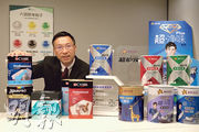 馮秉光表示因應疫情變化,將陸續推出以抗菌抗病毒功能為主的新產品。(鄧宗弘攝)
