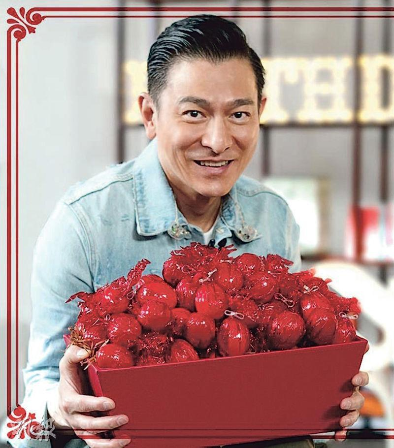 劉德華趁農曆生日,捧着大盆紅雞蛋拍照。