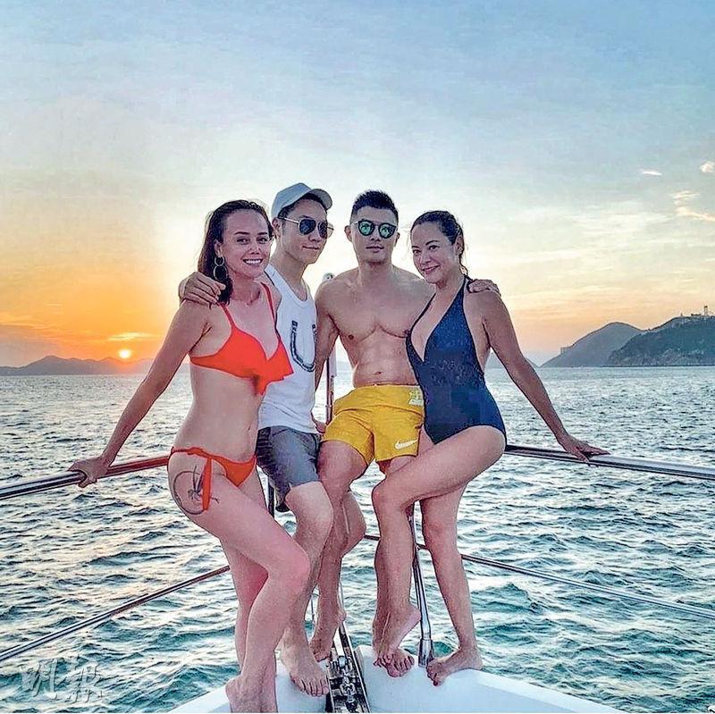 韓君婷(左)與朋友出海船P,穿火辣紅色三點式的她十分搶鏡。(網上圖片)