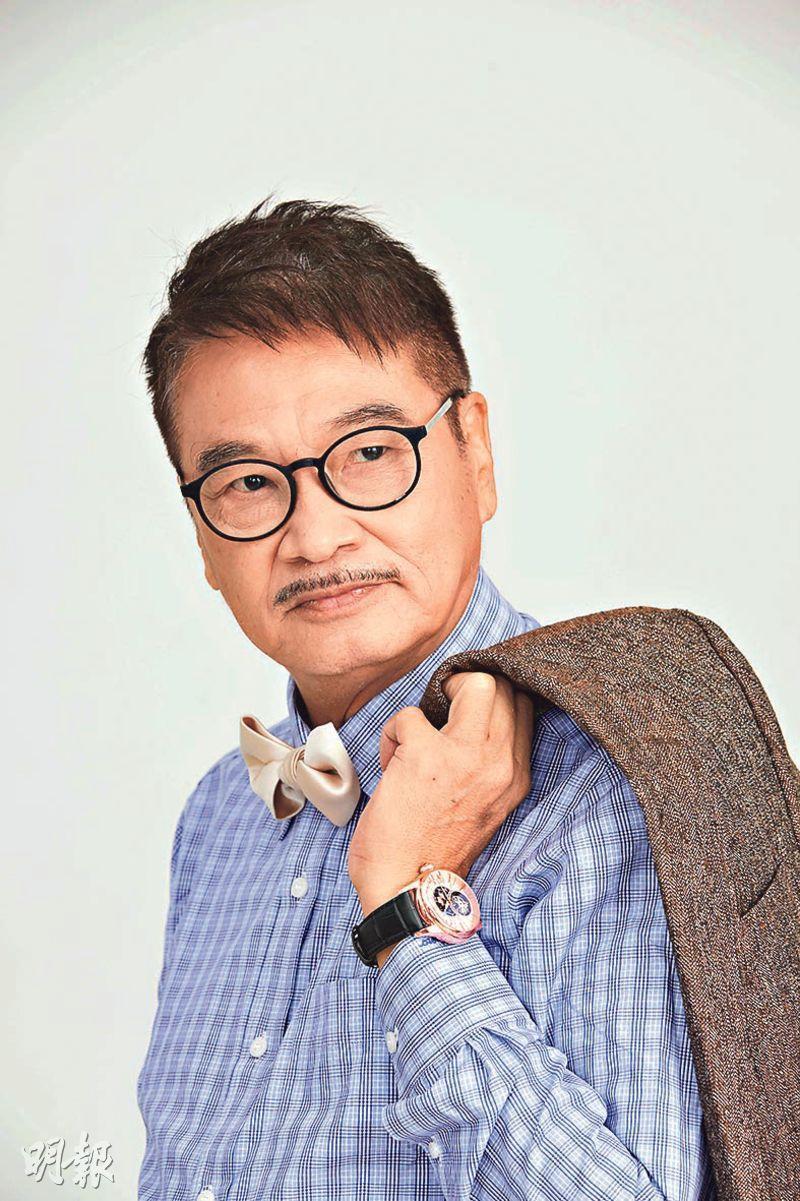 穿上西裝的吳孟達chok爆影宣傳照。