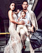 林芊妤(左)上載一家三口型格全家福,網民激讚兩父子好靚仔。(網上圖片)