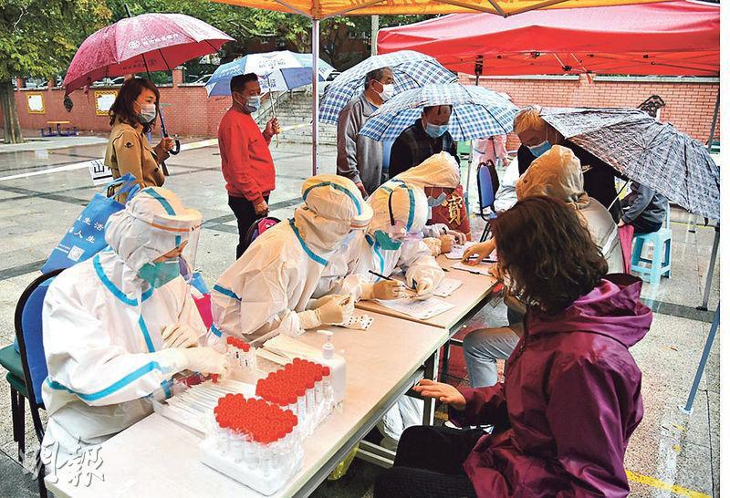 截至昨日上午,青島已為逾1000萬人進行病毒採樣,當局稱今天將完成全市的檢測工作。(新華社)