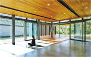 海下遊客中心嘅多用途室面積約85平方米,以玻璃亭嘅模式設計,將室外大自然景觀引入室內。敞開玻璃門後,室內、室外空間連貫起嚟,令人有置身大自然嘅感覺。(黃偉綸網誌)