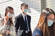 報稱任職海關職員的被告林熾輝(中)昨獲准保釋外出。(夏浩彬攝)