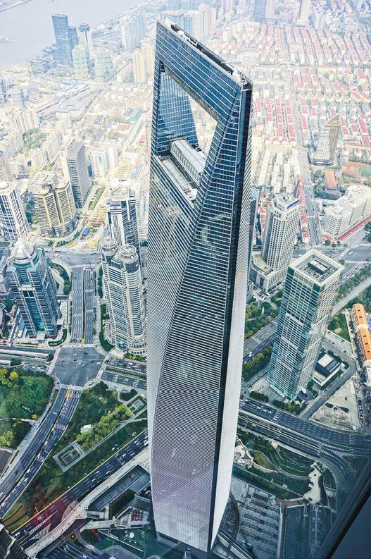 外交部發言人華春瑩表示,中國對世銀的報告表示歡迎,該結果是對中國改革開放和經濟前景投出的信任票。圖為上海陸家嘴金融貿易區。(新華社)