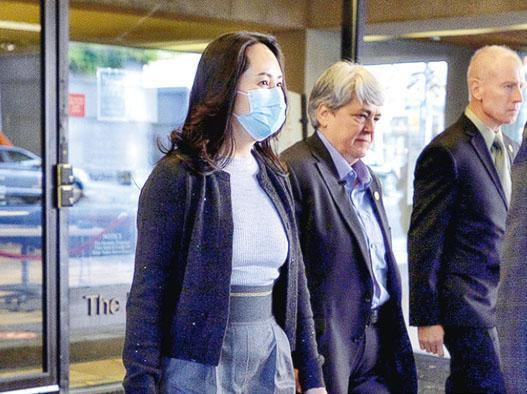 華為首席財務官孟晚舟(左一)26日在加拿大再次出庭。(路透社)