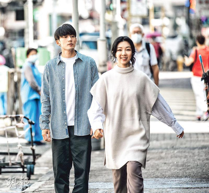 關智斌(左)伙顏卓靈拍攝新歌《暫定》MV。