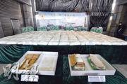 海關偵破歷來最大宗販運冰毒案件,於一個由越南抵港、報稱載有水泥的轉口貨櫃檢獲逾500公斤懷疑冰毒,市值近3億元。(衛永康攝)