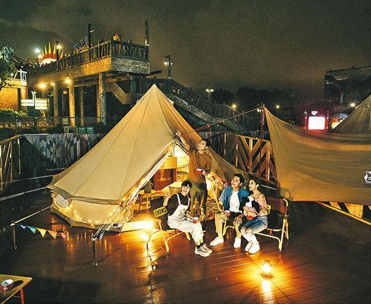 海洋公園推出「星夜高峰Glamping」,每個帳篷可供最多4個人入住。(海洋公園提供)