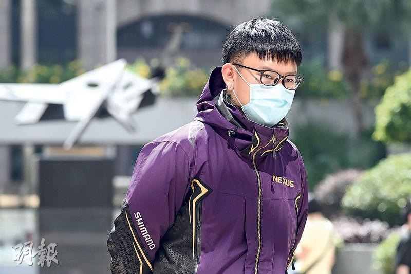 酒保譚百熙昨認罪後即時還押候判,他在案發一年多後被捕,曾向警方承認當日在旺角現場及擲磚頭。(賴俊傑攝)