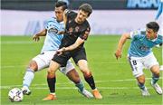 大衛施華(中)昨取得重返西甲賽場首個入球,助皇家蘇斯達大勝續保榜首。(Getty Images)
