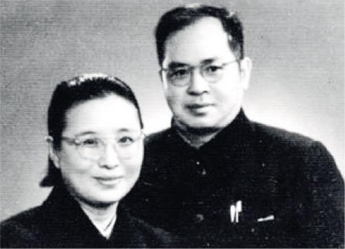 吳晗(右)與袁震(左)夫婦。(網上圖片)