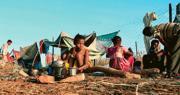 聯合國難民署周日表示,埃塞俄比亞北部提格雷地區的衝突自本月初爆發至今,最少兩萬人已逃往鄰國蘇丹。圖為上周六聚集在蘇丹東部卡薩拉州的埃塞難民。(法新社)