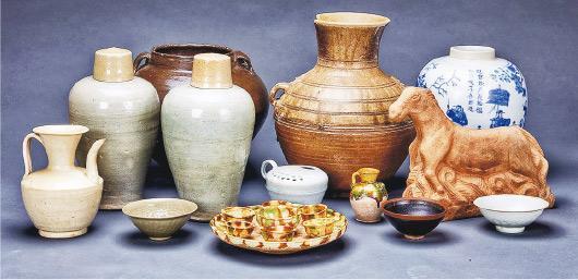 流失英國的68件文物經25年追索,近日重返中國,當中包括唐三彩七星盤(前中)、宋代青白瓷、元明石雕馬、元末明初青瓷梅瓶等,時間跨度從春秋戰國到清代。(網上圖片)