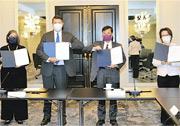 台美經濟繁榮伙伴對話在華府四季酒店登場。左起為美國在台協會執行理事藍鶯(Ingrid Larson)、美國國務次卿柯拉克(Keith Krach)、台灣經濟部次長陳正祺及駐美代表蕭美琴。(駐美代表處提供)