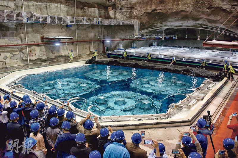 大亞灣反應堆中微子實驗裝置昨日退役。圖為大亞灣實驗裝置的探測器及水池。(中新社)