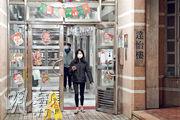 秀茂坪寶達邨達怡樓(圖)昨多一人初步確診,累計8人染疫,牽涉4層4個單位,當局要求11月20日後曾到上址逗留逾兩小時者強制檢測。(楊柏賢攝)