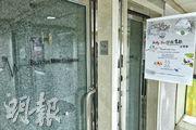位於新蒲崗的「Billy Sir音樂教室」至昨日有10人染疫,該音樂室門外貼有一張海報,顯示音樂室在11月28日在大埔文娛中心舉辦音樂會。(朱安妮攝)