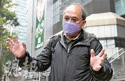 香港民意研究所副行政總裁鍾劍華噚日去警總協助調查,其後要向等佢嘅記者致歉,因為佢本身諗住通知記者自己會離開,但有人話「傳媒關係組會做」。(劉焌陶攝)