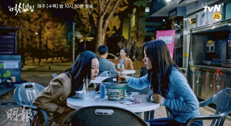 韓劇《女神降臨》出現內地品牌的植入廣告而引起爭議。