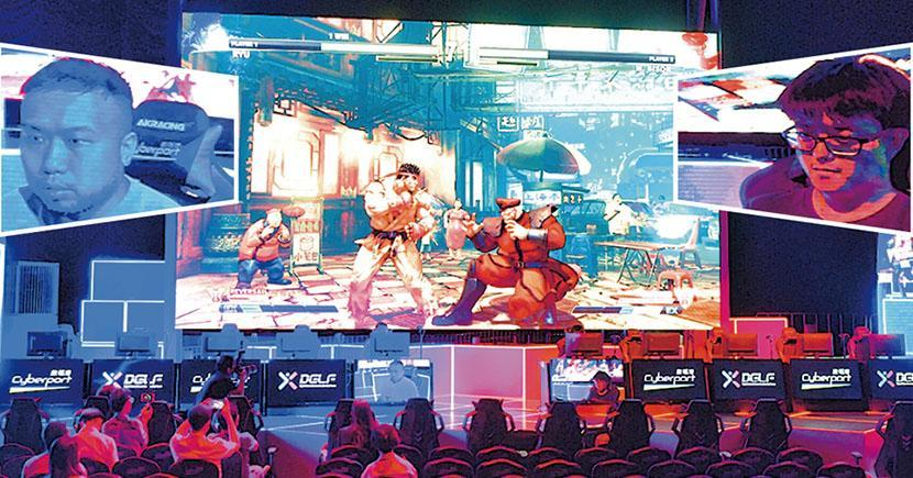 香港政府2018年財政預算案中向數碼港撥款1億元推動電競產業發展,為電子競技比賽提供場地。圖為數碼港電競場地於2019年7月10日傳媒預覽中,即場上演《街霸》對戰。