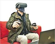 參加計劃的社交焦慮症患者,與輔導員面談時會接受虛擬實境(VR)暴露治療,模擬置身日常社交場合,學習以認知行為治療技巧處理緊張情緒。(浸大提供)