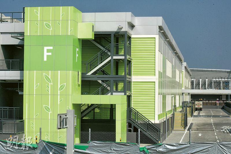 俗稱「臨時醫院」的北大嶼山醫院香港感染控制中心,本月26日率先啟用F座地下48張負氣壓病牀。(鍾林枝攝)