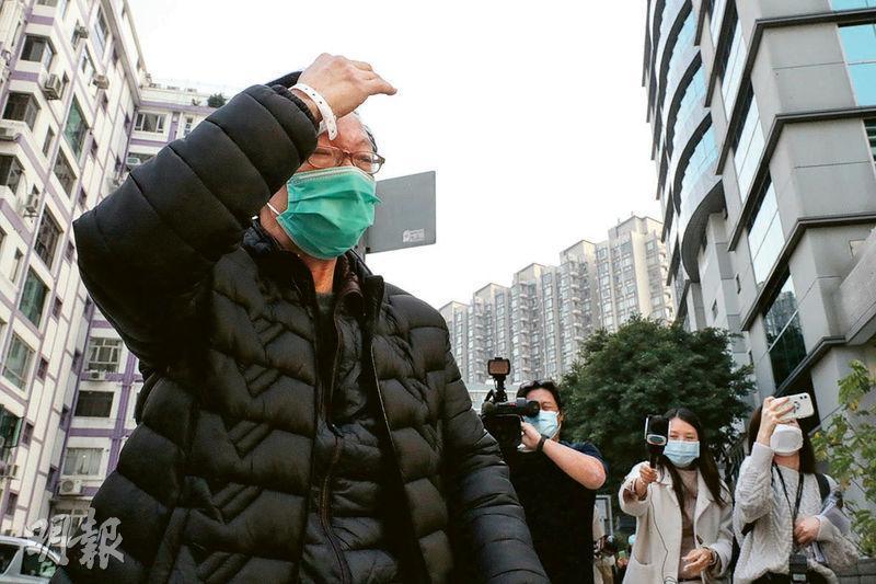 被告李運強昨親自求情稱,逃離醫院後「瞓街」兩天。圖為李上月底首次被解九龍城裁判法院時獲准保釋。(資料圖片)