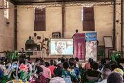 有烏干達民眾周四聚集在北部城市古盧一座禮堂,觀看國際刑事法院裁定「上帝抵抗軍」指揮官翁文觸犯戰爭罪行的裁決。(法新社)