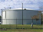 佛羅里達州奧德馬爾市的濾水廠日前遭黑客入侵企圖加入大量化學品,引發當局高度關注。圖為該濾水廠儲水設施。(網上圖片)