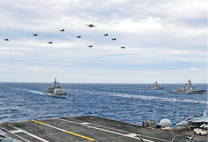 美國羅斯福號航母編隊及尼米茲號航母編隊本月9日駛入南海,並執行旨在增強雙方的協同作戰能力及指揮和控制能力的演習。圖為美國海軍發布進入南海的圖片。(網上圖片)