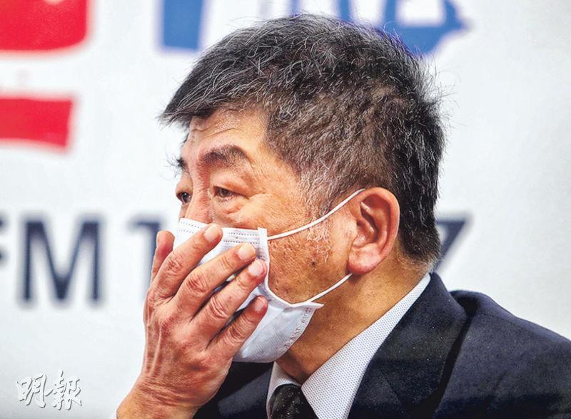 台灣衛福部長陳時中昨接受電台專訪時透露,台灣原計劃向德國BioNTech訂購500萬劑新冠疫苗,卻因北京介入生變,他又稱遭外界批評疫苗採購不透明「是有苦難言」。(中央社)