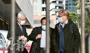 李柱銘、何俊仁(左起)昨由楊森陪同步入法院,其間3人不斷交談。(劉焌陶攝)