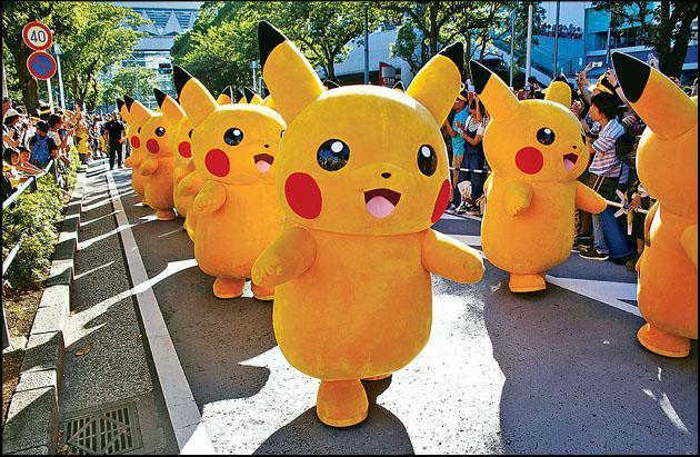 日本橫濱自2014年起,每年都舉辦活動「比卡超大量出沒」,當中最矚目的是「比卡超大巡遊」,有大約20隻跟成人一樣高的比卡超出沒街頭,震撼猶如「十萬伏特」。(路透社)