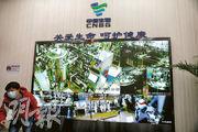 國藥集團中國生物北京生物製品研究所研製的新冠滅活疫苗,是中國最早上市的疫苗。圖為該所疫苗生產線的實時監控鏡頭畫面。(路透社)