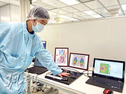 科學園伙伴公司AP Infosense開發「智能多點溫度傳感儀」,直徑20厘米的傳感儀有1萬個檢測點,把手掌放上去,可仔細顯示溫度分佈(圖),公司正與醫學專家探討手掌溫度分佈可否反映健康狀况。(林穎茵攝)