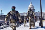 周三有國民警衛隊成員在美國國會建築外巡視戒備。(法新社)